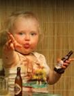 小孩喝酒图片