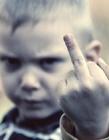 小孩竖中指