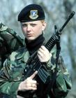 国外漂亮女兵照片