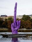 捷克中指雕塑