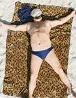 海滩午睡者的幸福瞬间
