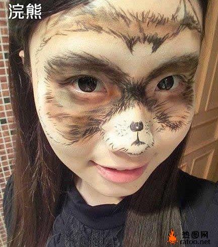 美女脸上作画绘制动物