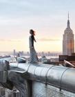 英国女摄影师躲警卫攀爬建筑拍完美照