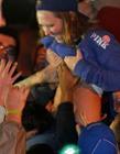 NCAA决赛引发骚乱,豪放女球迷撩衣庆祝