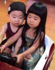 曹格女儿跟韩国小眼正太录制天天向上