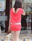 街拍夏日齐b裙图片