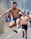 世界各地奇葩搞笑的跑步比赛图片