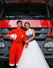 山东青岛消防队员浪漫创意婚纱照