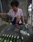 重庆大学生用8500个啤酒瓶建29平米小屋