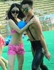 人体保龄球杭州泳池美女身穿比基尼激情上演