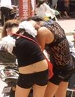 两个美女打架撕衣 两个美女打架视频
