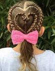 外国妈妈给女儿扎头发 给女儿编头发