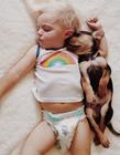 孩子和宠物的温馨合照