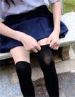 小萝莉穿白丝秀美腿