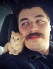 美国警察救小猫后带其巡逻