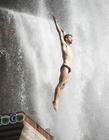 贵州赤水悬崖瀑布跳水