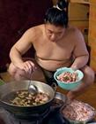 相扑运动员生活 相扑运动员吃什么变胖