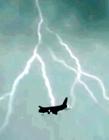 客机遭雷电击中 飞机被雷劈图片