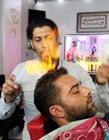 理发师用火烧 火焰理发师