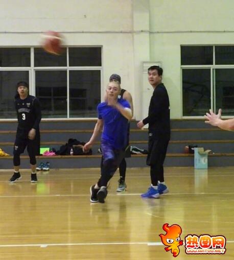 霍建华打篮球视频