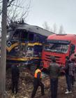 火车撞大货车视频