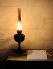 亮着的老煤油灯图片 最简单的煤油灯