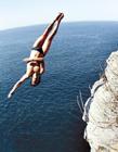 外国悬崖跳水gif动态图片 悬崖跳水的作死