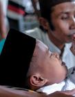 印尼男孩集体割礼现场