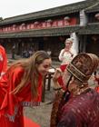 外国学生体验中国成人礼