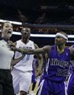 小托马斯单手抓女裁判胸gif NBA伊塞亚托马斯袭胸视频