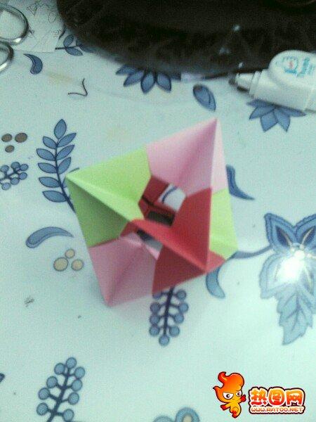 一吹就能转的折纸玩具,折好的成品是这样的