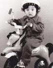 邹市明小时候照片 邹市明童年照卷发的样子和儿子轩轩超像
