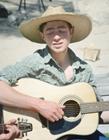 弹吉他图片男生帅照 论一个会弹吉他的男朋友有多重要
