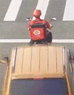 骑摩托摔倒gif动态图片 注意行车珍爱生命