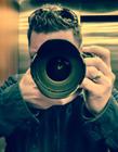 手拿相机拍照的男人图片 摄影师图片大全大图