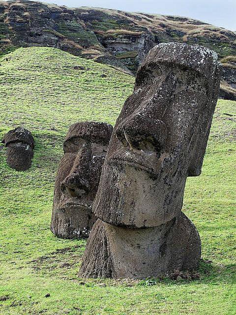 复活节岛石像下半身