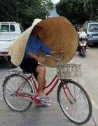 超大草帽搞笑穿搭图片