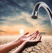 干旱土地创意环保设计海报高清图片