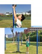 运动体育美女操场摆拍写真照片