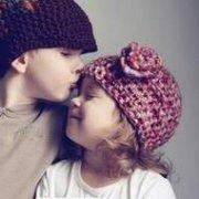 欧美小孩儿童亲吻拥抱微信情侣头像
