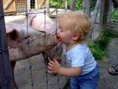 熊孩子可爱搞笑儿童图片