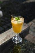 加薄荷的果汁饮料图片
